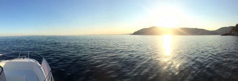 Paysage magnifique pendant un cours pratique de permis bateau à nice